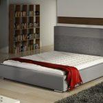 Современная кровать с мягким изголовьем
