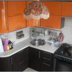 Современно оформленная маленькая кухня в хрущевке