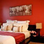 спальня красные оттенки
