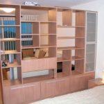 В качестве перегородки можно установить шкаф