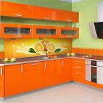 апельсинового цвета кухонный гарнитур
