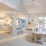 балдахин в светлой спальне