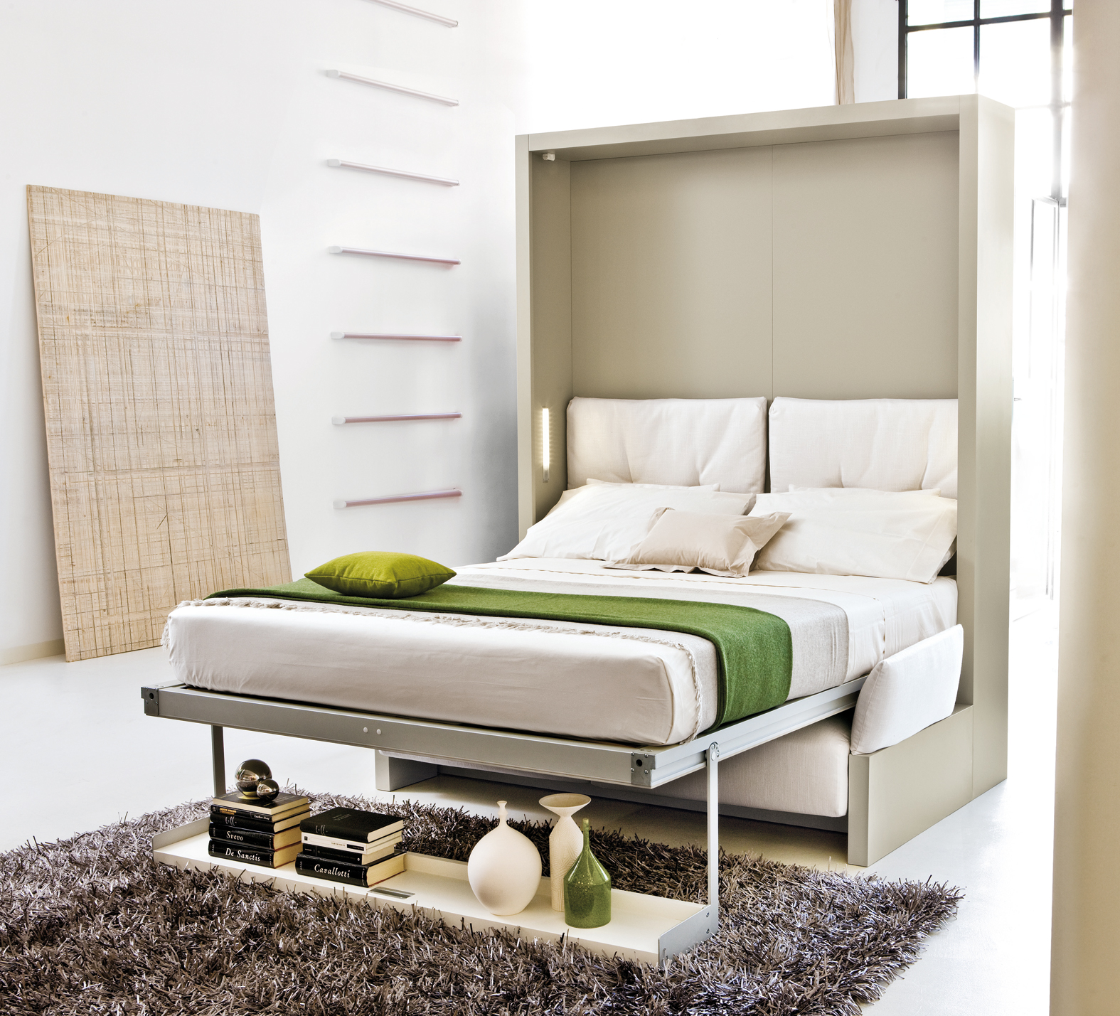 белая откидная кровать