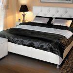 Черно-белая кровать с подъемным механизмом
