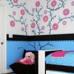 детская выдвижная кровать в спальне