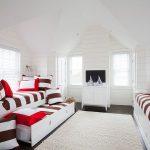 детская выдвижная кровать в светлой спальне