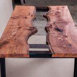 дизайнерский стол из спила дерева река