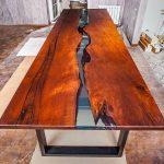 дизайнерский стол из спилов дерева река