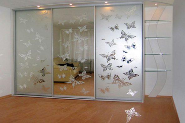 двери шкафа-купе, зеркало с рисунком