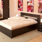 Двухместная кровать для романтического интерьера