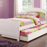 двухъярусная выдвижная кровать белого цвета