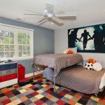 двухъярусная выдвижная кровать в детской спальне