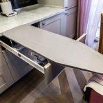 гладильная доска в кухонном ящике