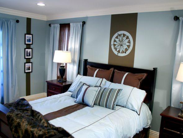 голубая спальня с коричневой мебелью