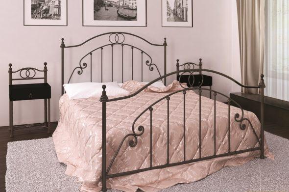 изголовье кровати из металла
