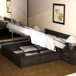 компактная кровать из массива