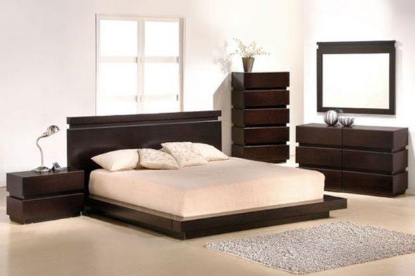 кровать темного цвета