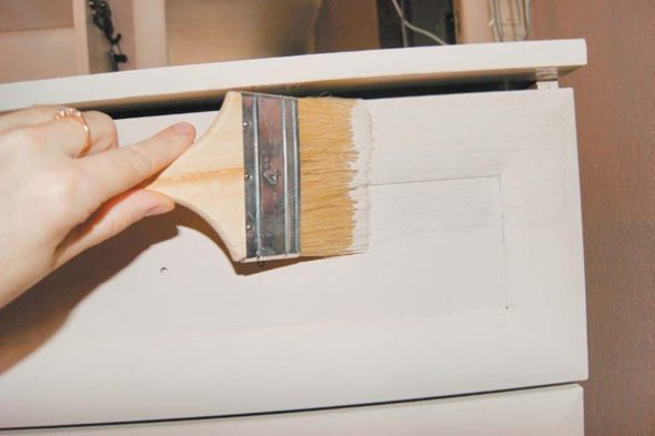 покрасить мебель