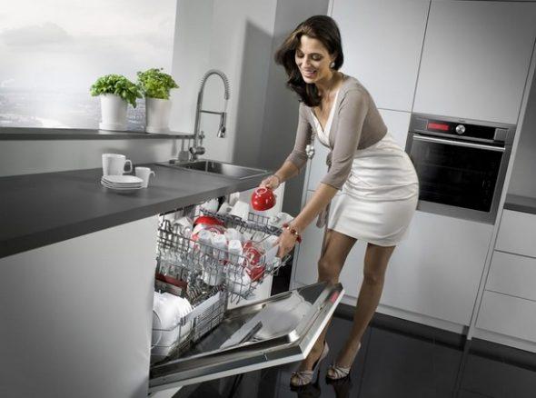 посудомоечная машина в кухонном гарнитуре