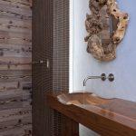 раковина в ванной из дерева