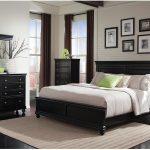 черно белые тона спальни
