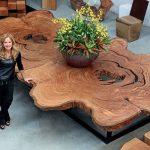 большой стол из спилов дерева