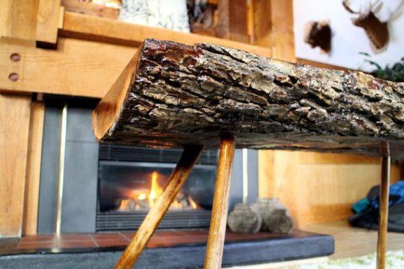 стол у камина