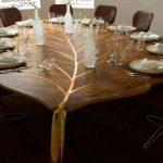 стол в форме листа дерева