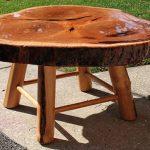 столик из среза дерева на 4 ножках