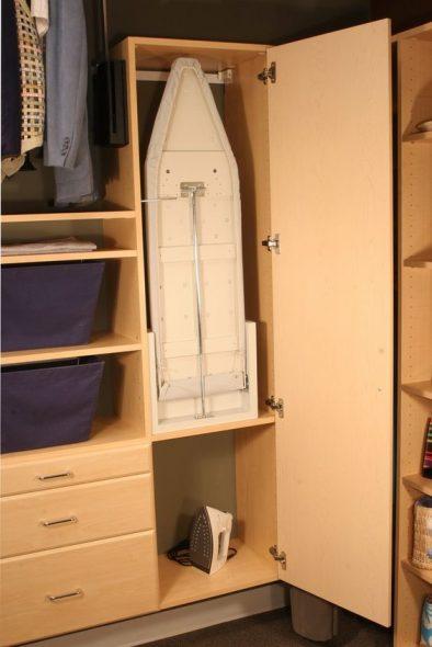 встроенная в шкаф откидная гладильная доска