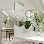 зеркало в интерьере белый цвет