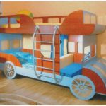 Деревянная двухъярусная кровать автобус