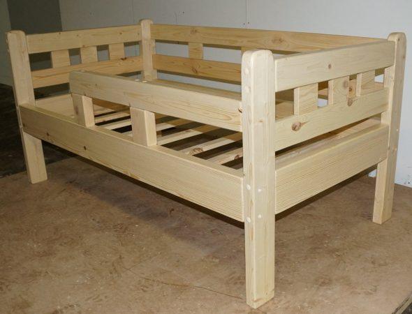 Детская кроватка массив