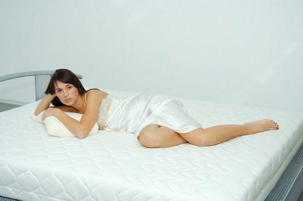 Эффективное удаление запаха с мягкой мебели