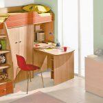 Кровать-чердак с выдвижным столом и шкафом