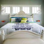кровать из массива дерева светлая