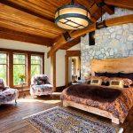 кровати деревянные в интерьере спальни