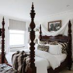 кровати деревянные в спальне
