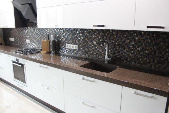 Кухонная столешница с влитой мойкой