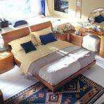 Пример расположения кровати изголовьем к окну