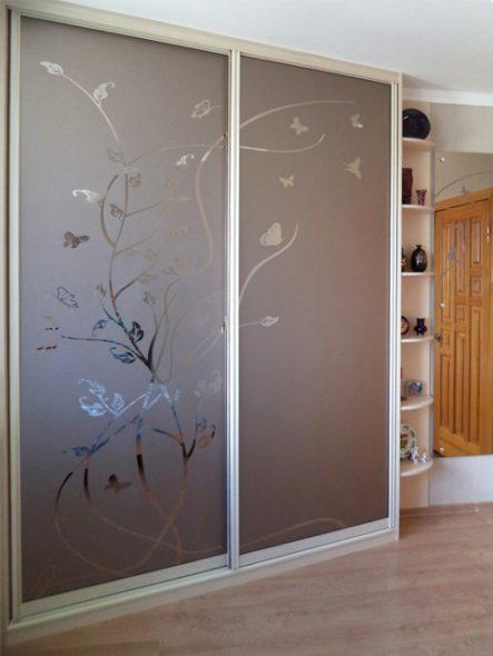 Варианты применения декоративных стекол и зеркал