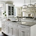 белый кухонный гарнитур классический стиль