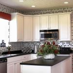 белый кухонный гарнитур оформление