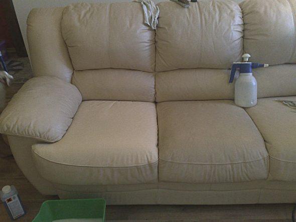 чистить белый кожаный диван
