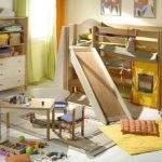 детская кровать чердак с горкой в спальне