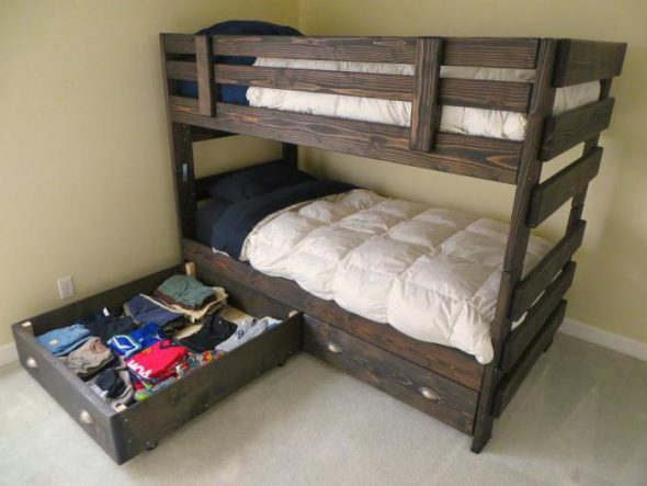 двухярусная кровать из массива дерева