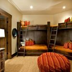 двухъярусная кровать четыре в спальне