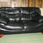 кожаный диван темного цвета
