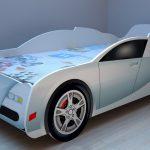 кровать машина белого цвета