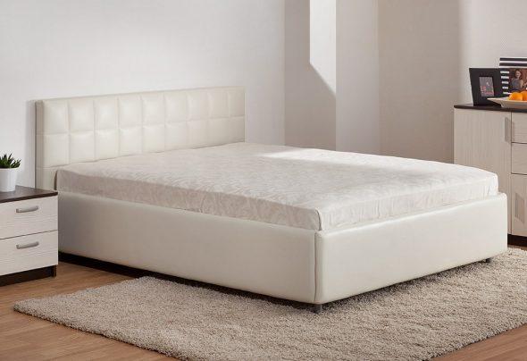 кровать светлая